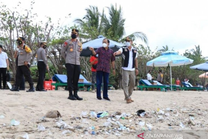 Gubernur-Kapolda Bali pantau protokol kesehatan di destinasi wisata pantai