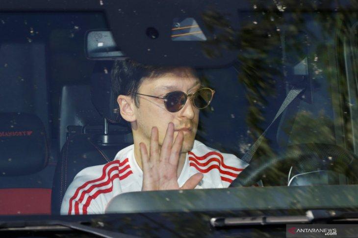 Arteta akan putuskan masa depan Ozil di Arsenal usai bursa transfer