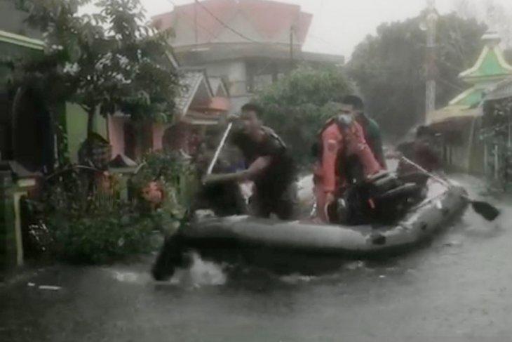 Basarnas Tanjungpinang turunkan enam tim bantu korban banjir