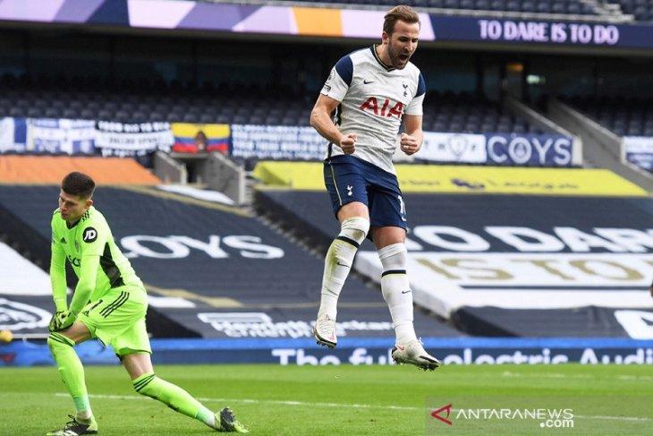 Tottenham kembali tembus tiga besar