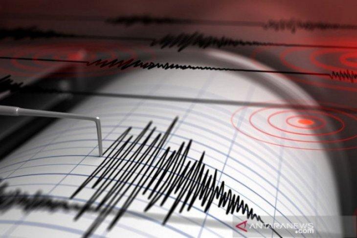 Warga Aceh berhamburan keluar rumah  saat  gempa magnitudo 5,5