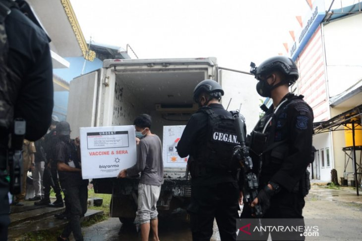 Police safeguard storage place of COVID-19 vaccine for South Kalimantan