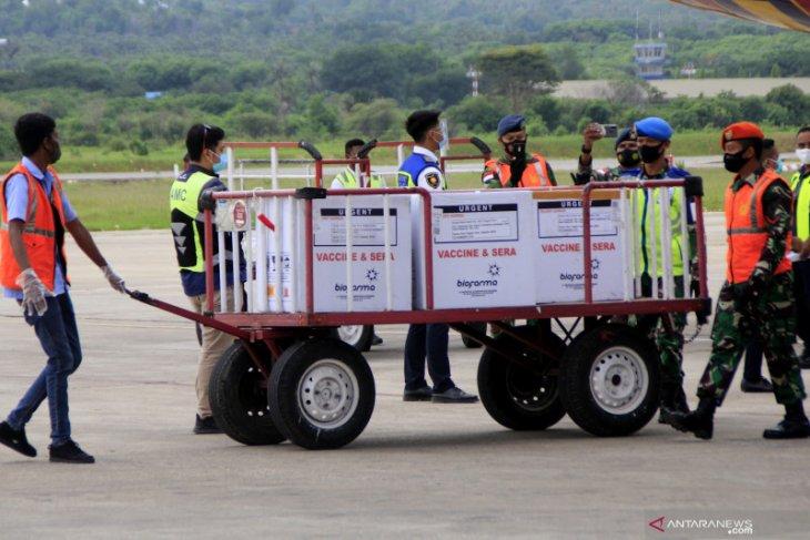 Ribuan vaksin COVID-19 tiba di Kupang