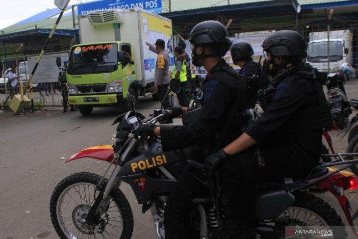 Ratusan personel Polri kawal pendistrubusian 13.200 dosis vaksin COVID-19 di NTT