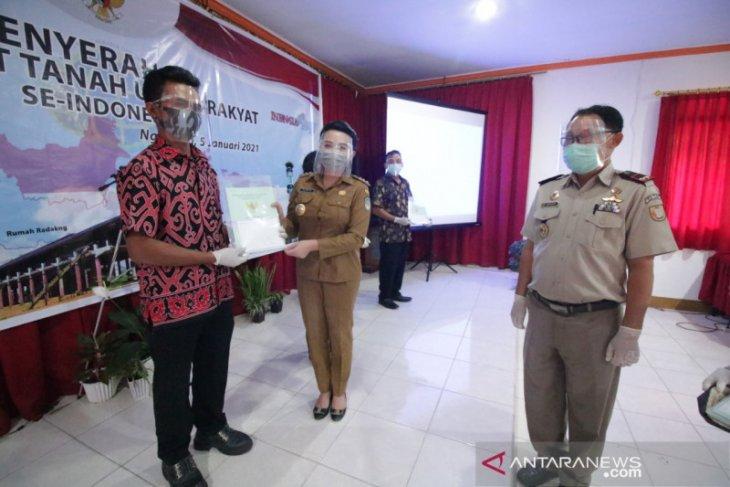 Presiden Jokowi serahkan 9.000 sertifikat PTSL untuk masyarakat Landak