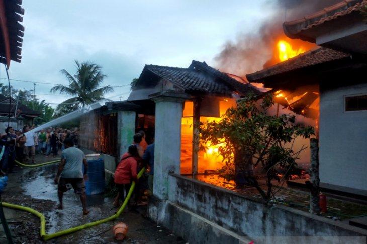 Rumah warga Desa Pengambengan-Jembrana ludes terbakar