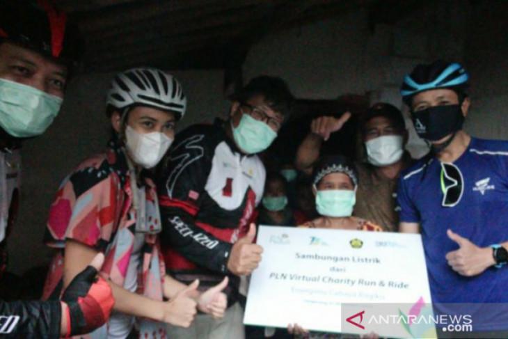 Pelari dan pesepeda galang donasi, lebih dari 8 ribu keluarga pra sejahtera nikmati sambungan listrik gratis