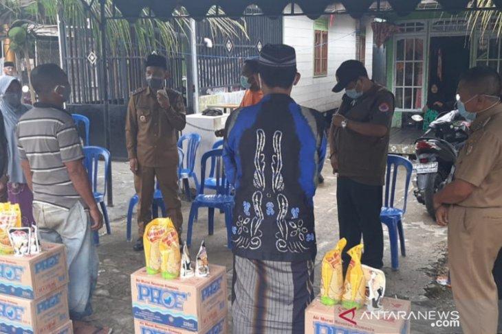 Empat buah rumah warga Tabat Padang terbakar, Pemkab HST serahkan bantuan