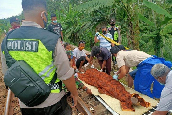 Seorang perempuan meninggal terserempet kereta api di Blitar
