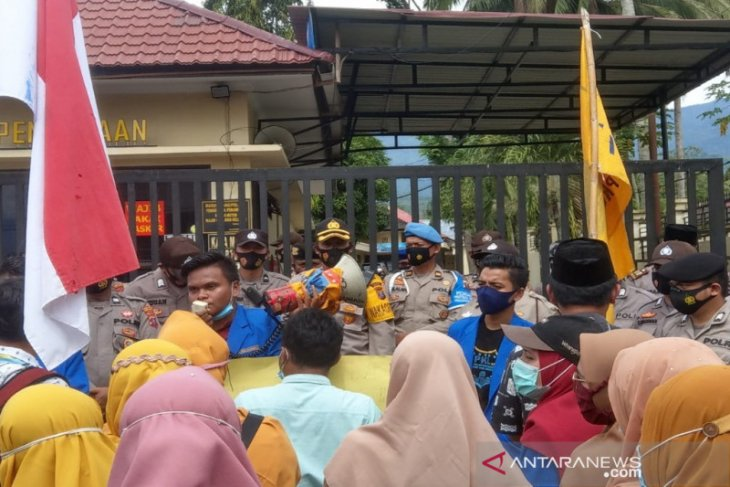 Tuntut tambang ilegal ditutup, PMII kembali Demo Polres Madina