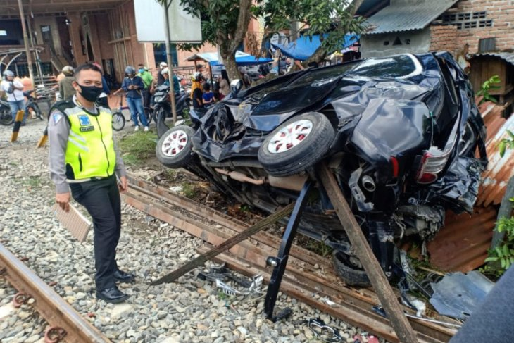 Kereta Api tabrak mobil penumpang di Binjai