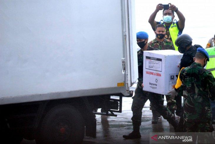 20 ribu dosis vaksin COVID-19 tiba di Bandara Ngurah Rai Bali