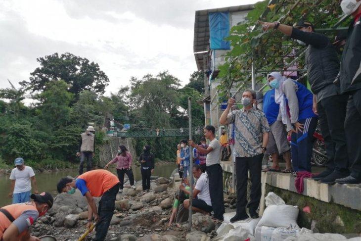 Dedie A Rachim tinjau Sungai Ciliwung dan Cibalok