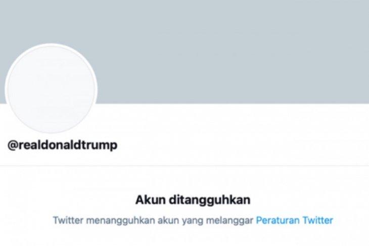 Akun twitter Donald Trump diblokir secara permanen