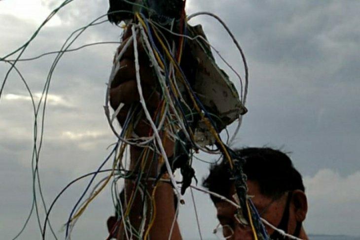 Plane debris, cables found in waters off Laki Island, Pulau Seribu