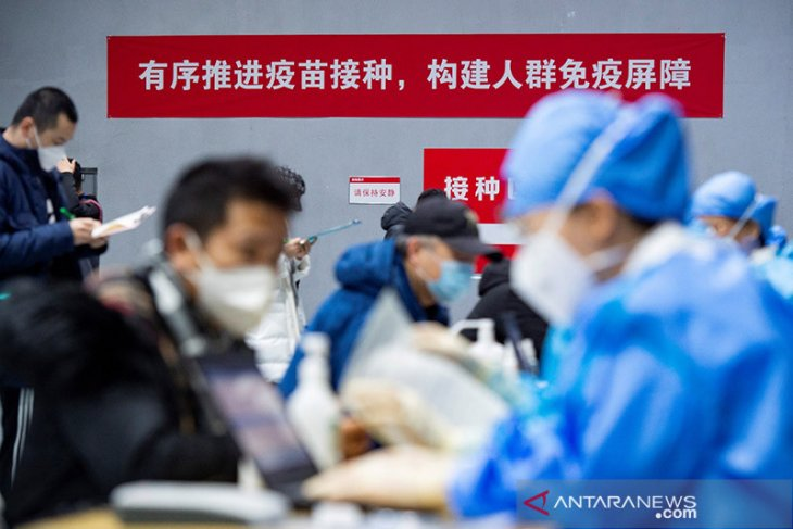 Terbukti positif COVID-19, China larang masuk dua anggota tim WHO