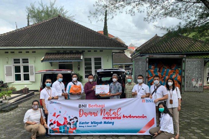 BNI wilayah Malang bagikan 2.000 bingkisan sembako Damai Natal 2020