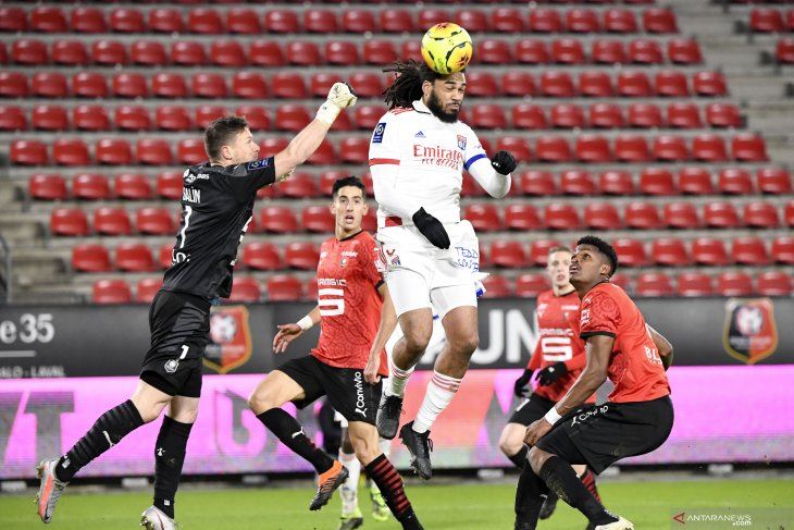 Lyon bangkit dari defisit dua gol menahan imbang Rennes