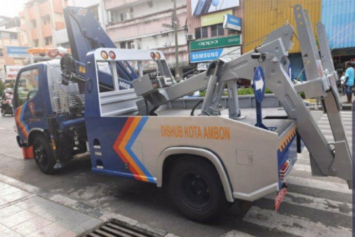 DishubKota  Ambon jaring 244 kendaraan jadikan badan jalan ruang parkir