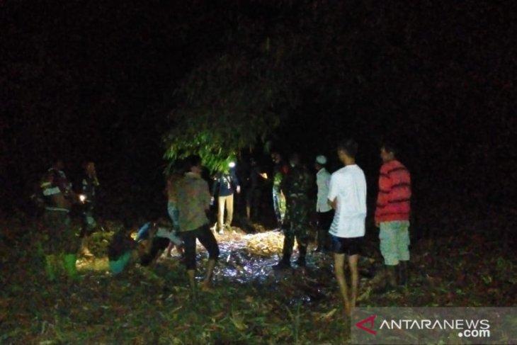 Sosok mayat ditemukan di Jamil anak muda usia sekitar 25 tahun