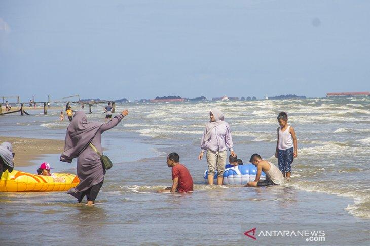 Wisata Pantai Angsana Kalimantan Selatan