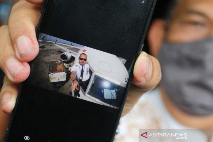 Sriwijaya Air jatuh, co-pilot Fadly Satrianto telepon ibunya sebelum terbang ke Pontianak