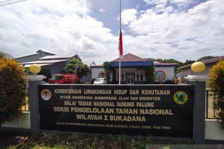 BTNGP Sukadana kibarkan bendera setengah tiang