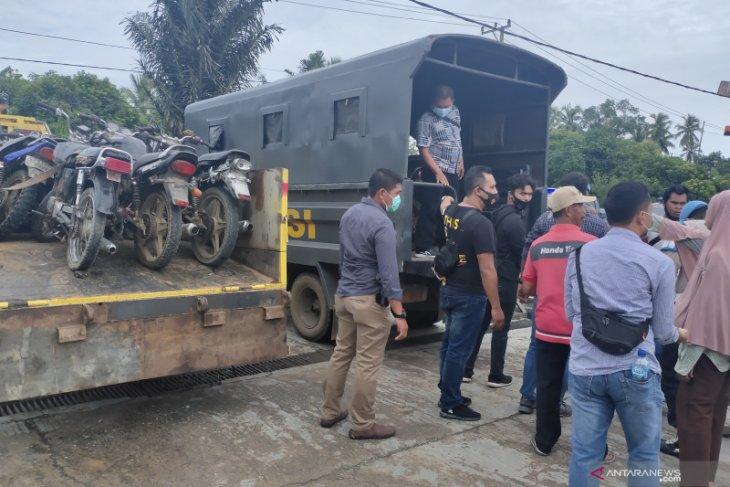 Video-Puluhan motor pelangsir BBM di SPBU Sungai Rangas diangkut Polres HST