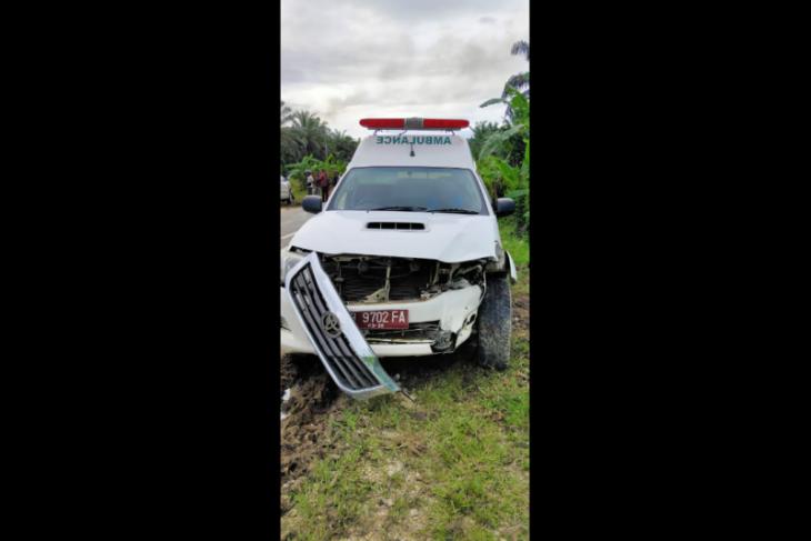 Mobil Ambulance RS Putussibau kecelakaan di Sekadau Hilir Kalbar