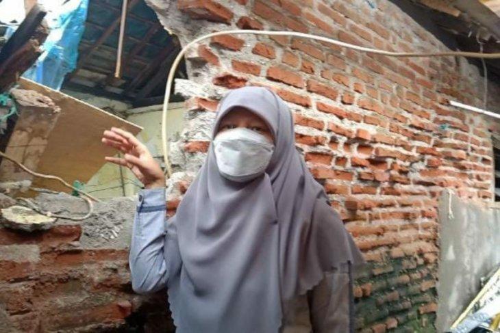 Pemkot Surabaya diminta tidak menunda perbaikan rumah tak layak huni