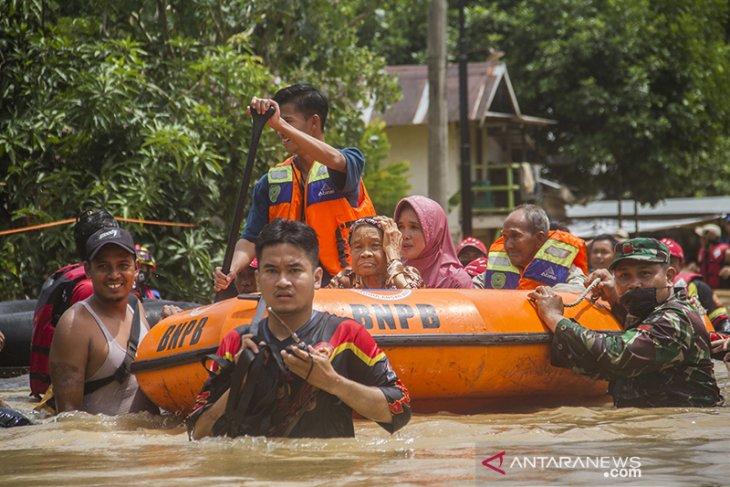 Evakuasi Warga yang terdampak Banjir di Kabupaten Banjar