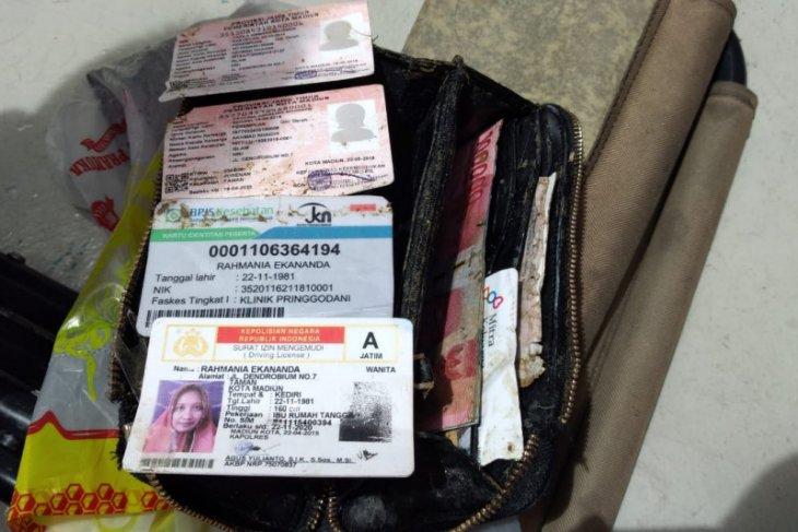 Dompet seorang penumpang Sriwijaya Air ditemukan, terselip pula identitas dua anaknya