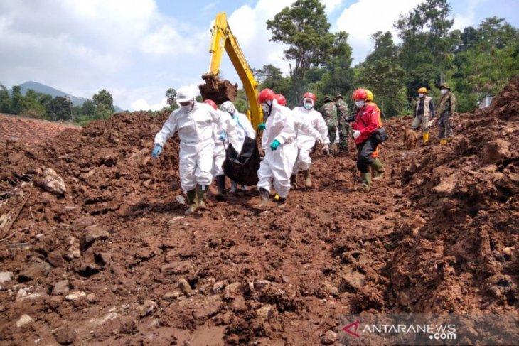 Tim SAR temukan tiga korban, 16 orang tewas dalam longsor Sumedang
