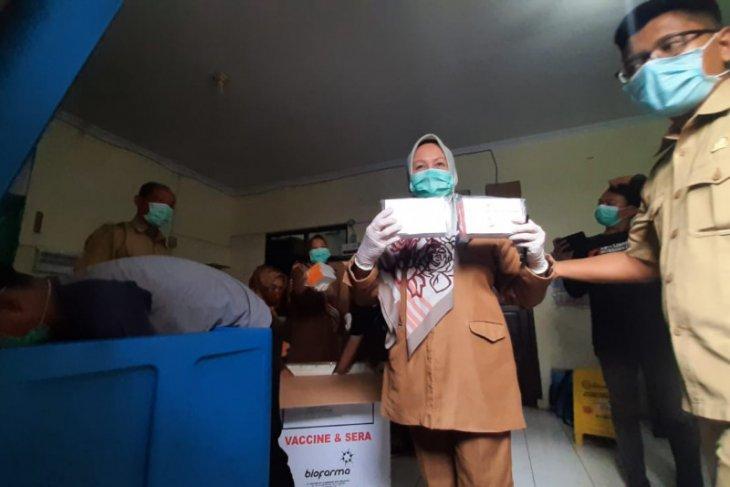 Kota Serang terima 3.380 dosis vaksin segera distribusikan ke rumah sakit