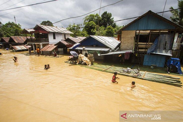 Banjir Rendam Enam Desa di Kecamatan Simpang Empat