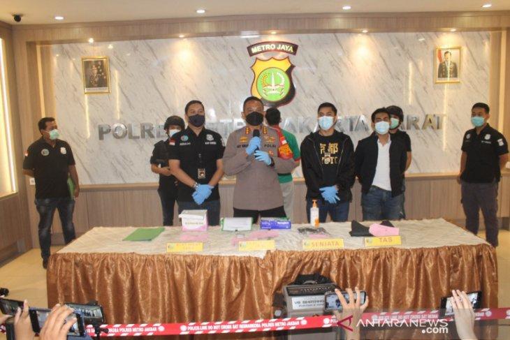 Polisi selidiki senjata api ilegal milik suami penyanyi Nindy Ayunda