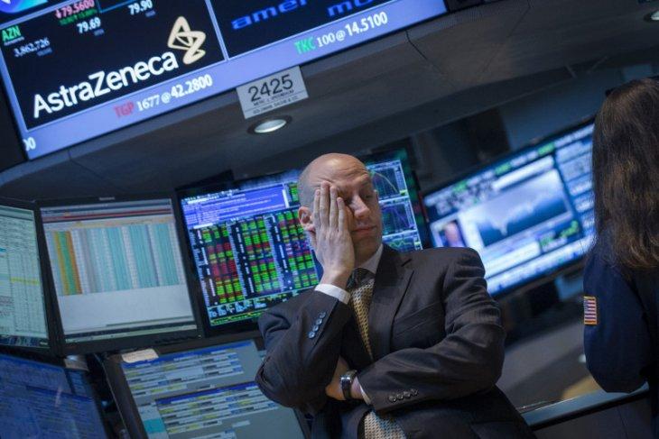 Wall St beragam, Dow dan S&P turun karena kekhawatiran virus