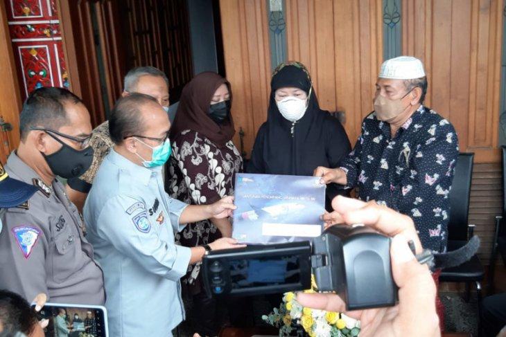 Ahli waris co-pilot Fadly Satrianto terima santunan Jasa Raharja