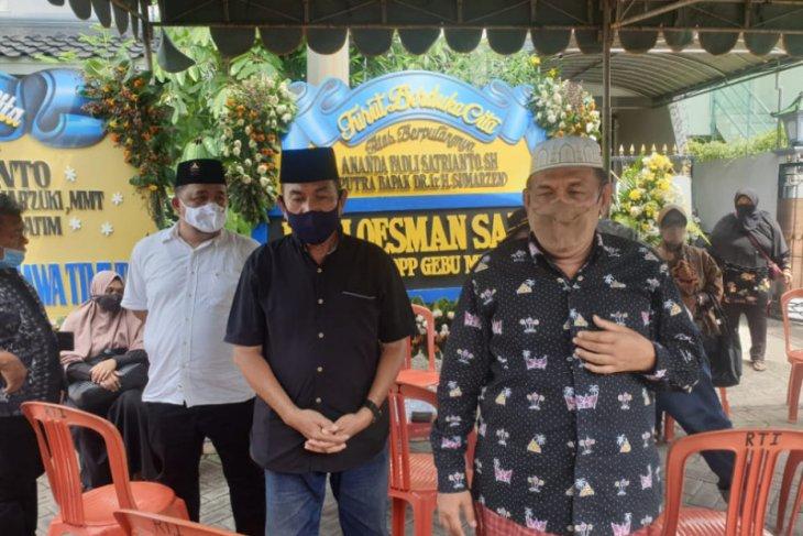 Jenazah co-pilot Fadly Satrianto rencananya dimakamkan di TPU Keputih