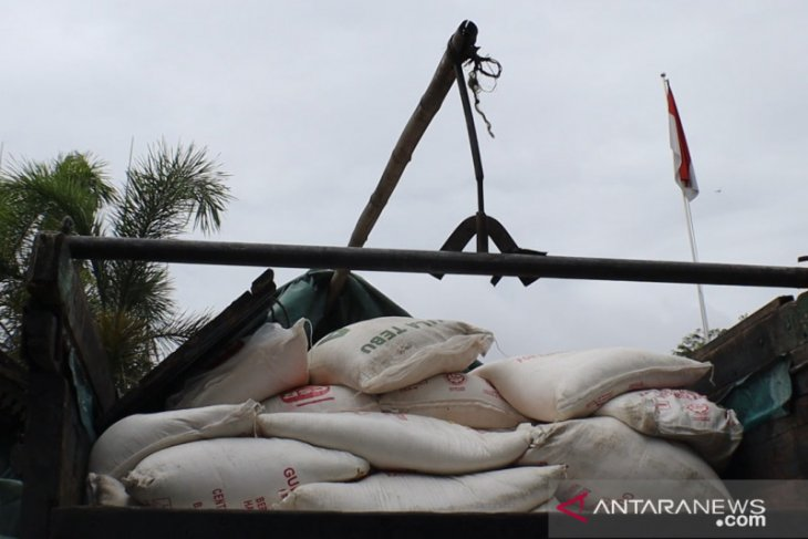 BC Kalbagbar hibahkan 160 karung gula pasir ke Pemkab Sambas