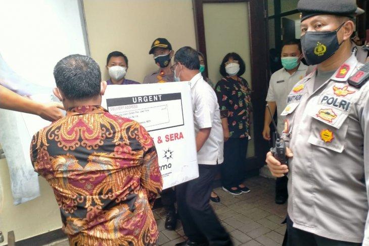 Pemkab Sidoarjo suntikan vaksin COVD-19 pertama kepada sepuluh pejabat forkopimda