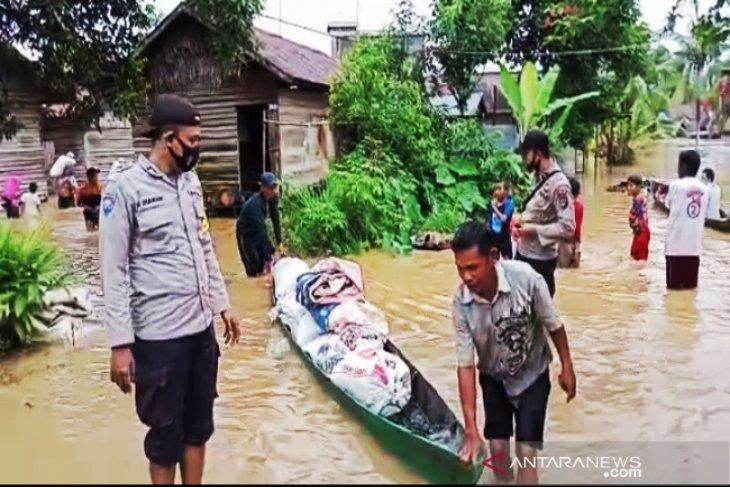 Tim Evakuasi bantu masyarakat terdampak banjir di Kalsel
