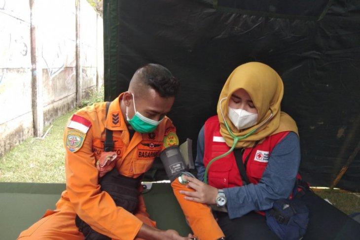 PMI kota Tangerang periksa kesehatan tim penyelam cari korban pesawat jatuh