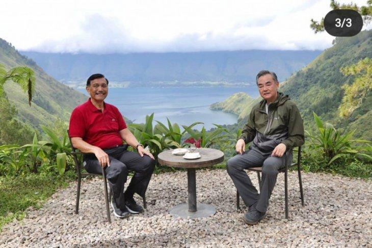 Pandjaitan invites Chinese Foreign Minister to Lake Toba