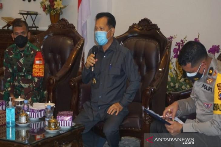 Bupati Tapin yakinkan masyarakat vaksin COVID-19 aman dan halal