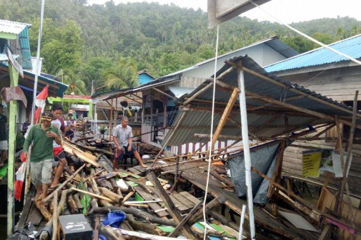 Dampak gelombang besar di Pulau Lemukutan