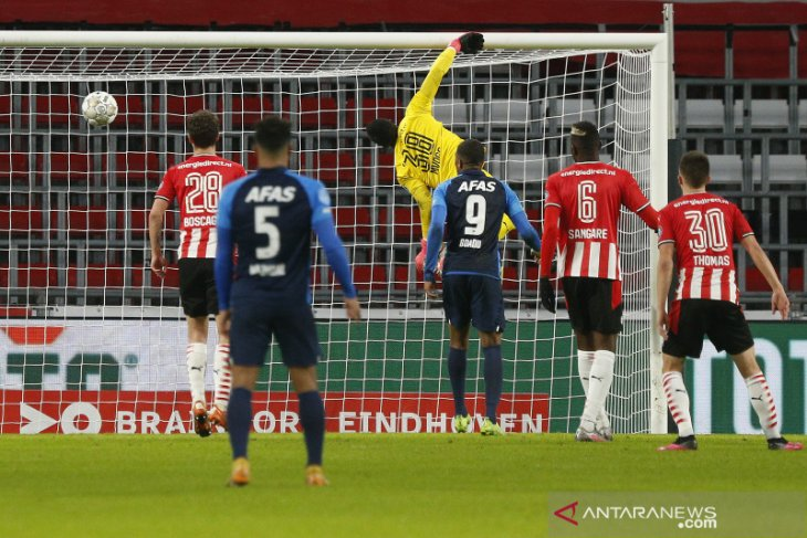 PSV dikalahkan AZ Alkmaar 1-3 sekaligus gagal geser Ajax dari puncak