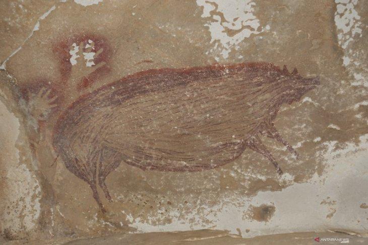 Peneliti temukan lukisan gua tertua berusia 45.500 tahun  di Sulawesi
