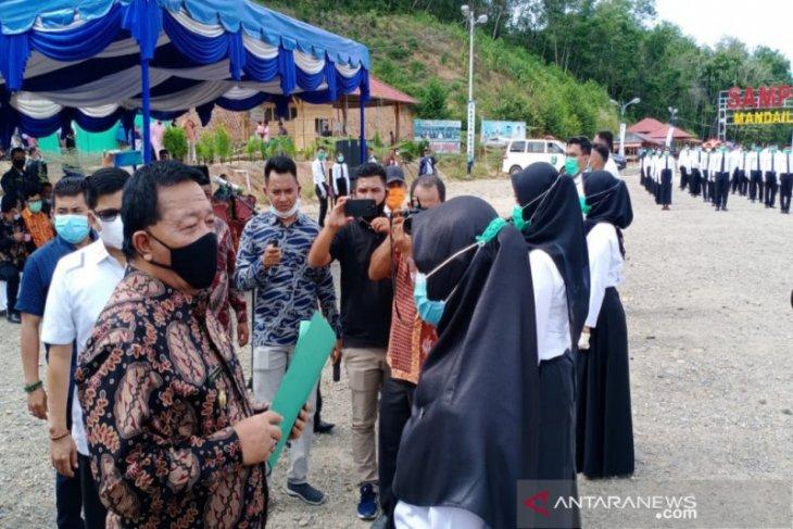 213 CPNS terima SK  dari Bupati Madina
