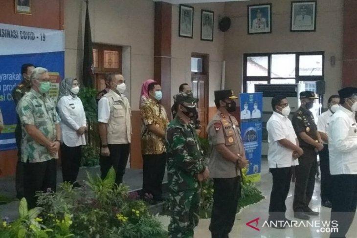 Kepala daerah di Banten ikuti vaksinasi COVID-19 tahap pertama